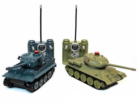 """AB TOYS Радиоуправляемый танковый бой """"T-34 и Тигр"""" (на аккум., свет, звук), 1:32 00135"""